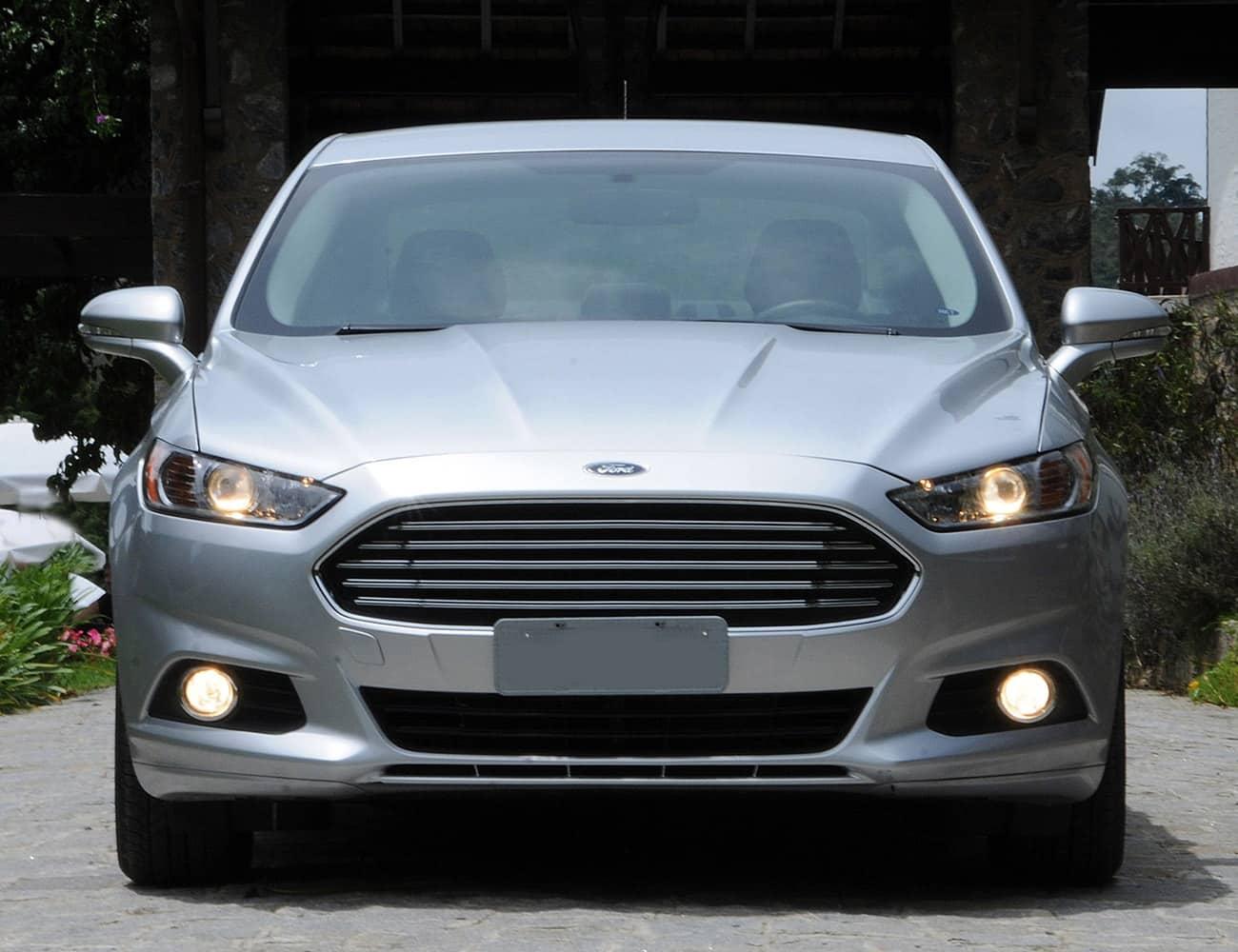 Ford fusion com motorista para traslado aeroporto e diária