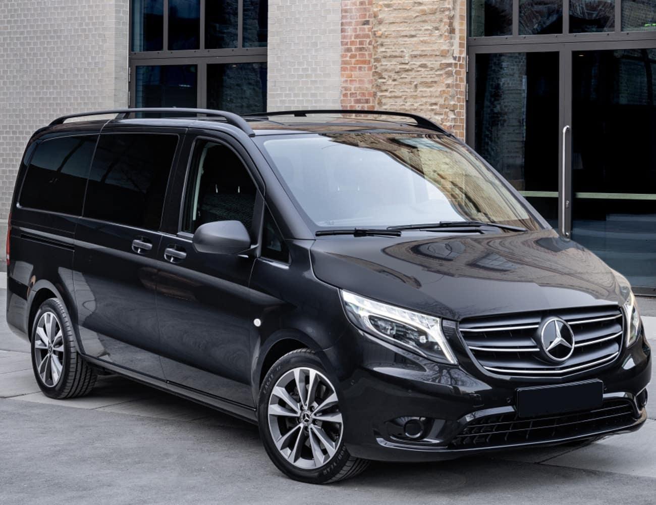 Minivan Kia Carnival blindada transporte executivo