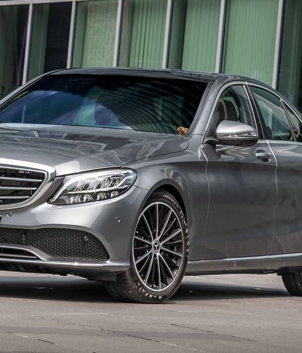 Transporte executivo com aluguel de carros luxo