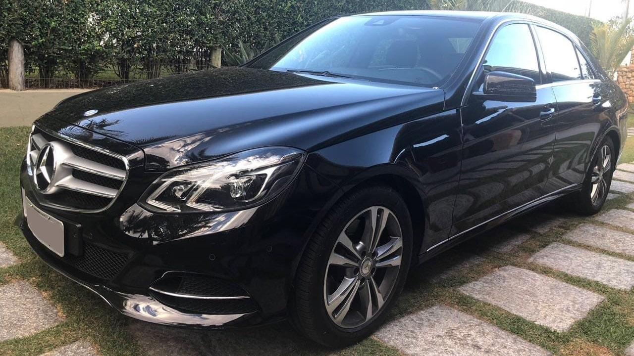 Transporte executivo com veículo de luxo para empresa e presidentes, consulado