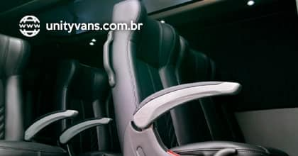 Poltronas reclináveis e de alto conforto, ideal para viagens