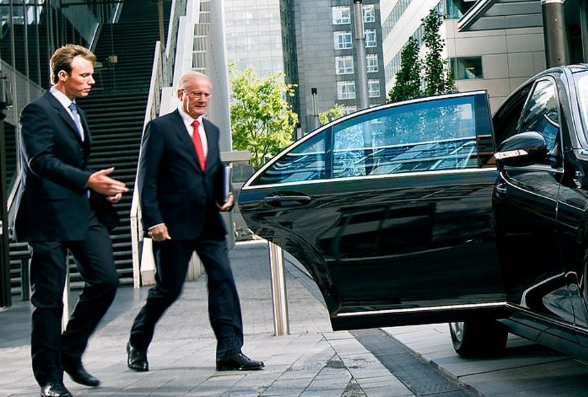 transporte corporativo profissional em são paulo sp vans e sedans luxo com motorista bilingue