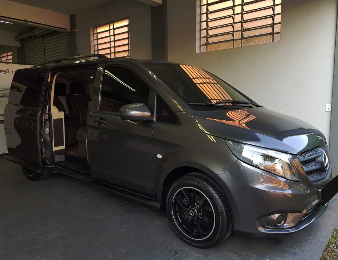 van premium blindada para transporte de empresários e comitivas, escolta armada unity vans